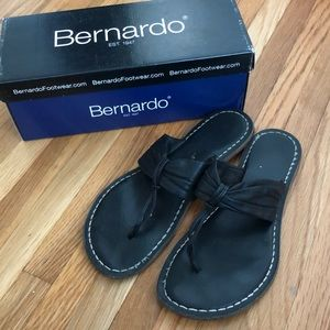 BERNARDO black leather sandal
